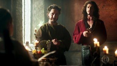 Rodolfo estabelece as diretrizes da nova religião - Para implicar com Orlando, Petrônio sugere manter as leis de penitência para o patriarca da fé. Rodolfo acata e avisa que Orlando deverá manter o celibato
