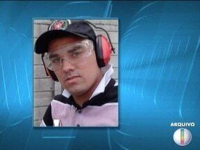 Acusado de mandar matar agente penitenciário vai a júri popular em Montes Claros - Wesley Fabrício Ribeiro foi morto com um tiro a caminho do presídio em abril de 2015; júri popular começou às 9h e conselho de sentença é formado por sete jurados.