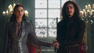 Rodolfo anuncia que se casará com Catarina - A notícia abala Cássio e membros da corte