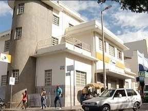 Assaltantes levam apenas um minuto para roubar agência dos Correios em Montes Claros - Crime foi registrado na manhã desta terça-feira (20) e ninguém foi preso; valor levado não foi divulgado pela agência.