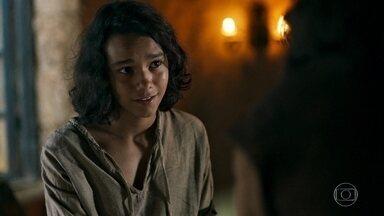 Afonso conta para Levi como era sua vida de príncipe - Amália fica mexida por ele ter abdicado de tudo por sua causa