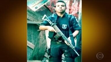 Morador e policial militar morrem em tiroteio na Rocinha, no Rio de Janeiro - A troca de tiros entre traficantes e policiais da UPP começou à noite, muitos moradores estavam na rua. No mesmo momento, o presidente Michel Temer se reuniu com governador e interventor no Rio.