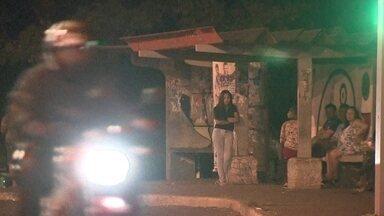 Bom Dia DF - Edição de quinta-feira, 22/3/2017 - Violência nos pontos de ônibus em Sobradinho: mesmo sem reagir, uma mulher levou uma facada do ladrão. A perfuração foi abaixo do braço. E mais as notícias da manhã.