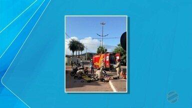 Motociclista fica ferida ao se envolver em acidente com ciclista em Corumbá - Segundo testemunhas, o ciclista levantou e foi embora antes do atendimento chegar no local.