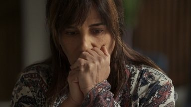 Beth passa a noite com Renan - Clara percebe que a mãe dormiu fora e conta para ela que vai ao tribunal por causa do julgamento de Gustavo