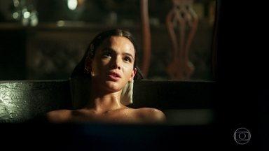 Catarina comemora sucesso de sua estratégia - Ela revela para Lucíola seu plano de reinar ao lado de Afonso
