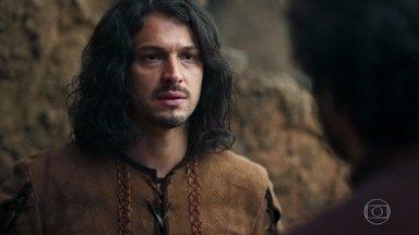 Afonso se alarma com a notícia de que Cássio deixou a corte - Ele pede que Cássio reconsidere sua decisão, mas ele está irredutível