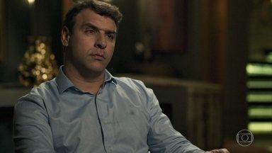 Moura se recusa a falsificar o exame de DNA de Aura - Sophia ameaça o médico, mas ele mantém sua decisão de não ajudar no esquema