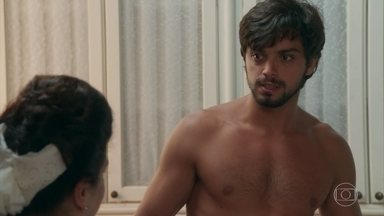 Petúlia tenta seduzir Ernesto - Irritado, o rapaz ameaça desistir do serviço