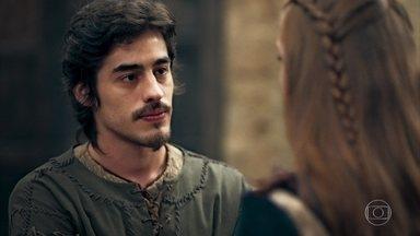 Tiago diz a Amália que é diferente de Diana - O irmão da ruiva diz que a amiga da irmã é muito ambiciosa