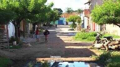 Moradores do Bairro Frei damião sofrem com lixo e lama há vários anos - Prefeitura prometeu enviar uma equipe ao local para avaliar os problemas.