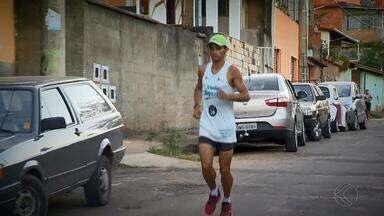Corredor juiz-forano faz campanha para ajudar irmão que teve casa incendiada - Flávio é o atual campeão do ranking de corrida de rua da cidade