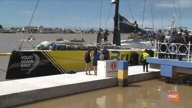 Primeiros veleiros da Volvo Ocean Race chegam a Itajaí - Primeiros veleiros da Volvo Ocean Race chegam a Itajaí
