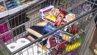 Pesquisa mostra que brasileiro desperdiça 20% do salário com comida que vai pro lixo - Desperdício de alimentos é considerado alto.