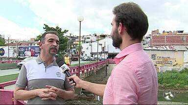 Aumento do nível de água nos rios causam transtornos em pontes em Caruaru - População enfrenta problemas de locomoção.