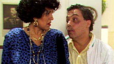 O Segredo de Darcy - Capítulo 01 - Em 'O Que Mamãe Dirá?', Dona Celeste se espanta com o jeito da nora, Darcy.