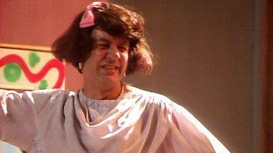 O Segredo de Darcy - Capítulo 08 - Em 'O Cravo Brigou com a Rosa', Darcy fica na sofrência em um motel após se separar de Tavinho.