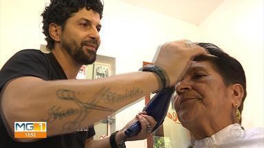 Candidato ao Bom Exemplo, Ivan Cândido oferece cortes de cabelos para idosos - Ele concorre na categoria Cidadania, que valoriza iniciativas que ajudam a melhorar a vida das pessoas.