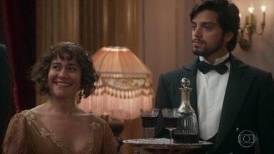 Susana provoca Darcy e Elisabeta - Darcy fica incomodado com as indiretas de Susana sobre a amizade de Ernesto e Elisabeta