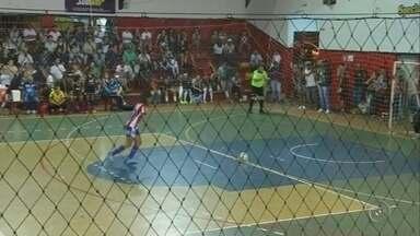 Confira como foi a rodada da Copa TV TEM de Futsal na região de Bauru - Competição viveu na noite desta terça-feira a rodada das quartas de final, disputada em Santa Cruz do Rio Pardo, que definiu os semifinalistas no masculino e feminino.