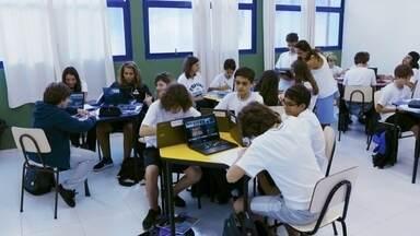Escolas usam tecnologia digital como ferramenta de ensino - Tablets, computadores e até realidade virtual estão chegando às salas de aula para ajudar no aprendizado e despertar mais interesse nos alunos.