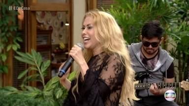 Joelma canta 'Voando Pro Pará' - Cantora bate cabelo e mostra sua animação no 'É de Casa'