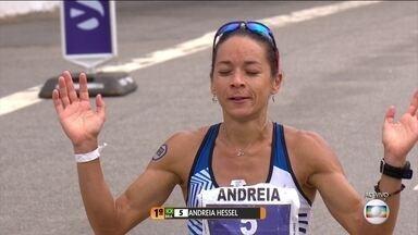 Brasileira estreante em maratonas vence Maratona de São Paulo - Com o tempo de 2h40, Andreia Hessel liderou a prova do início ao fim.