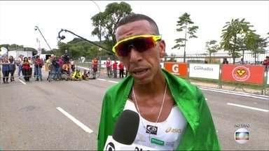 Depois de cirurgia, Solonei comemora retorno às corridas com vitória - Brasileiro venceu a Maratona de São Paulo com tempo de 2h15