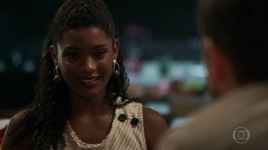Raquel marca um encontro com Bruno e Odair provoca o rapaz - Nádia se decepciona com a performance do namorado
