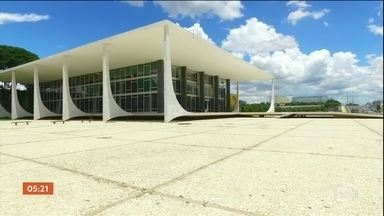 Análise sobre a prisão de condenados em segunda instância é suspensa por cinco dias - Ministro do Supremo Marco Aurélio aceitou o pedido do Partido Ecológico Nacional e suspendeu o julgamento estava previsto para esta quarta (11).