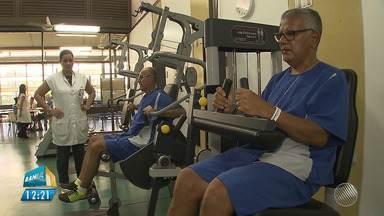 Exercício, lazer e interação social são usados no tratamento contra o Parkinson - Nesta quarta (11) é lembrado o Dia Mundial de Conscientização da Doença de Parkinson.