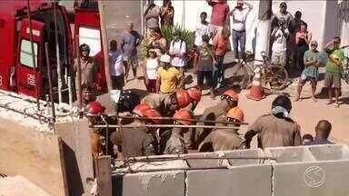 Pedreiro morre soterrado em deslizamento de terra durante obra em Angra dos Reis, RJ - Sebastião Alípio de Oliveira, de 52 anos, fazia muro de contenção no bairro Parque das Palmeiras. Resgate durou mais de uma hora.