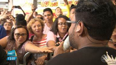 """Bahia FM: Pablo agita ouvintes do programa """"Fuzuê"""" na Nova Lapa - O cantor participou do programa """"Fuzuê Especial"""" nesta quarta-feira (11)."""