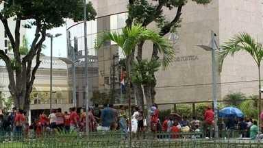 Protesto em Maceió pede a liberdade do ex-presidente Lula - Manifestantes se reuniram nesta quarta-feira (11) em frente ao Tribunal de Justiça, na Praça Deodoro.