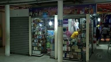 Prefeitura dá prazo para comerciantes reabrirem boxes em shopping popular - Comerciante que não reabrir perderá o box.