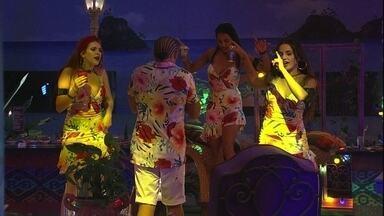"""Brothers dançam ao som de Luan Santana - A música """"Sogrão Caprichou"""" do Luan Santana começa a tocar"""