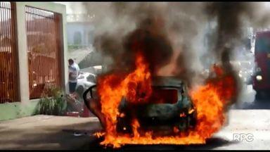 Carro pega fogo e mecânico fica ferido em Ponta Grossa - Ele teve queimaduras de primeiro e segundo graus.