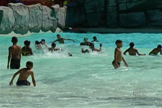 Mais de 2 mil crianças se divertem no Dia da Alegria em Suzano - Pela primeira vez, nesta quarta (11), muitas das crianças entraram em uma piscina.