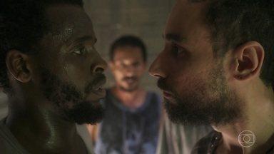 Calebe exige que Jorge dê um fim no terreiro de Simone - O chefe repreende Jorge por se deixar envolver por Talíssia
