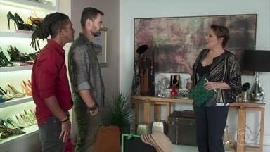 Gabriela fica sem graça ao ver Rafael no brechó - Isadora comenta sobre o furto do dinheiro em sua casa e acredita conhecer Rafael de algum lugar