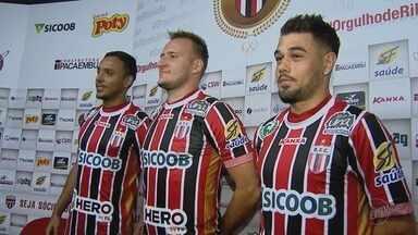 Botafogo-SP apresenta mais reforços para a disputa da Série C do Brasileiro - Chegaram o zagueiro Gilberto, o lateral Lucas Mendes e o atacante Felipe Augusto.