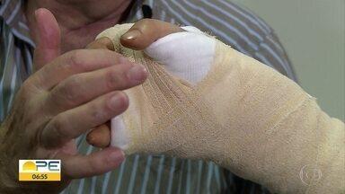 Coreano tem esperança de voltar a movimentar mãos após reimplante feito no Recife - Engenheiro sofreu um acidente em um navio e passou por cirurgia em um hospital da cidade