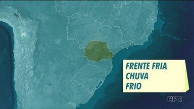 Frente fria traz chuva e frio para o Paraná - Em Curitiba, a temperatura deve ficar abaixo dos 20°C no fim de semana.