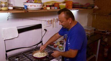 Aprenda a preparar o molho de alho poró com bacon - A receita é de um molho especial para acompanhar os bolinhos de carne sérvios que o quadro 'Segredos da Cozinhar' trouxe no programa desse sábado (14).