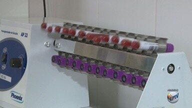 Testes de urina estão suspensos há um mês no atendimento da saúde pública de Campinas - O Ministério Público determinou que a Prefeitura de Campinas resolva o problema de aquecimento nos laboratórios de patologia clínica até novembro deste ano. A alta temperatura prejudica a conservação das amostras.