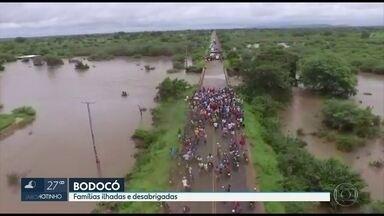 Ponte que liga Bodocó a Ouricuri é interditada porque ameaça cair após chuva e alagamento - Rios, riachos e açudes nessa cidade do Sertão de Pernambuco transbordaram.