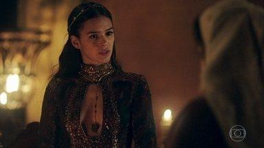 Catarina manda Brumela recontratar Ulisses - Ela chama a atenção de Brumela, que fica desconcertada