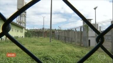 Sete diretores e agentes prisionais das cadeias do CE são afastados - De acordo com o Ministério Público do Ceará, eles são acusados de comércio de celulares dentro de presídios, corrupção passiva e tortura.
