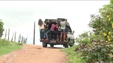 Polícia procura ex-prefeito acusado de desviar dinheiro em licitação de transporte escolar - José Jacó Alves Brandão é procurado pelo GAECO por conta da fraude que era realizada na licitação de transportes. Alunos são levados para escola em condições absurdas.