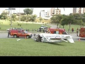 Investigadores do SERIPA III trabalham na investigação de acidente ocorrido em Ipatinga - Veículo fazia propaganda para um parque montado na cidade.